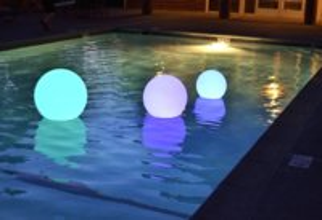 awww.birando.com_assets_images_floatingpoollights_floating_pool_light_3.jpg